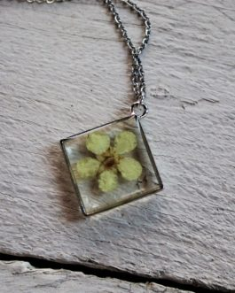 White Cinquefoil Necklace
